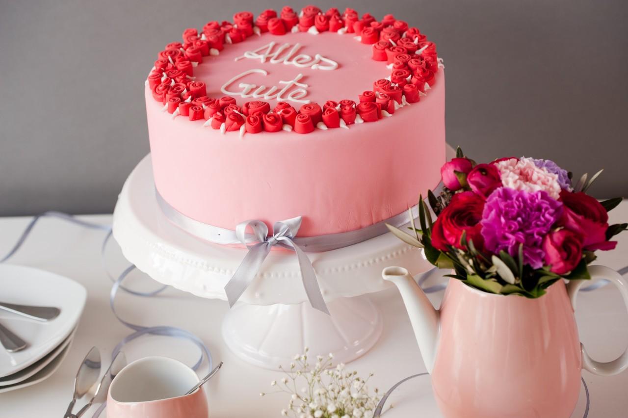 Fondant Torte Mit Rosen Zum Geburtstag