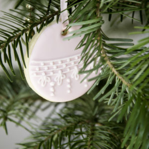 Weihnachtsplätzchen für den Christbaum. Süße Geschenkidee zum Verschenken.