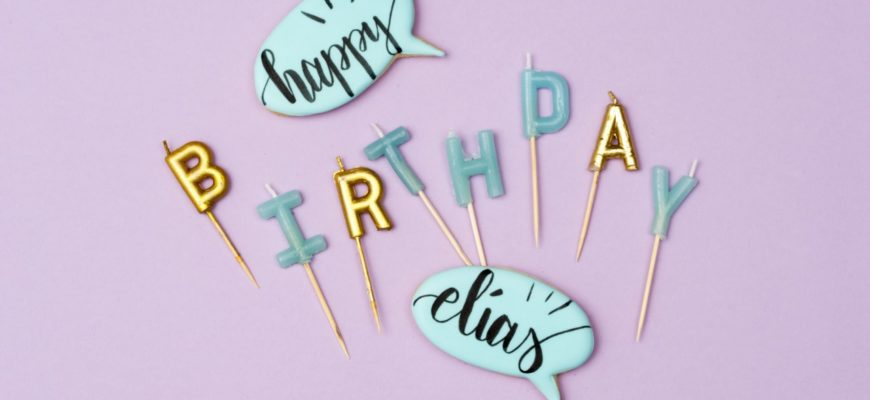 Cake Lettering mit Brush Food Pen auf Royal Icing Kekse