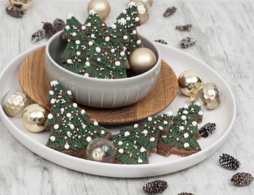 Feine Lebkuchenkekse mit Eiweißspritzglasur