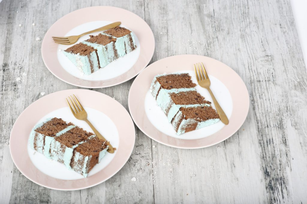 Schneemann Torte mit Swiss Meringue Buttercreme