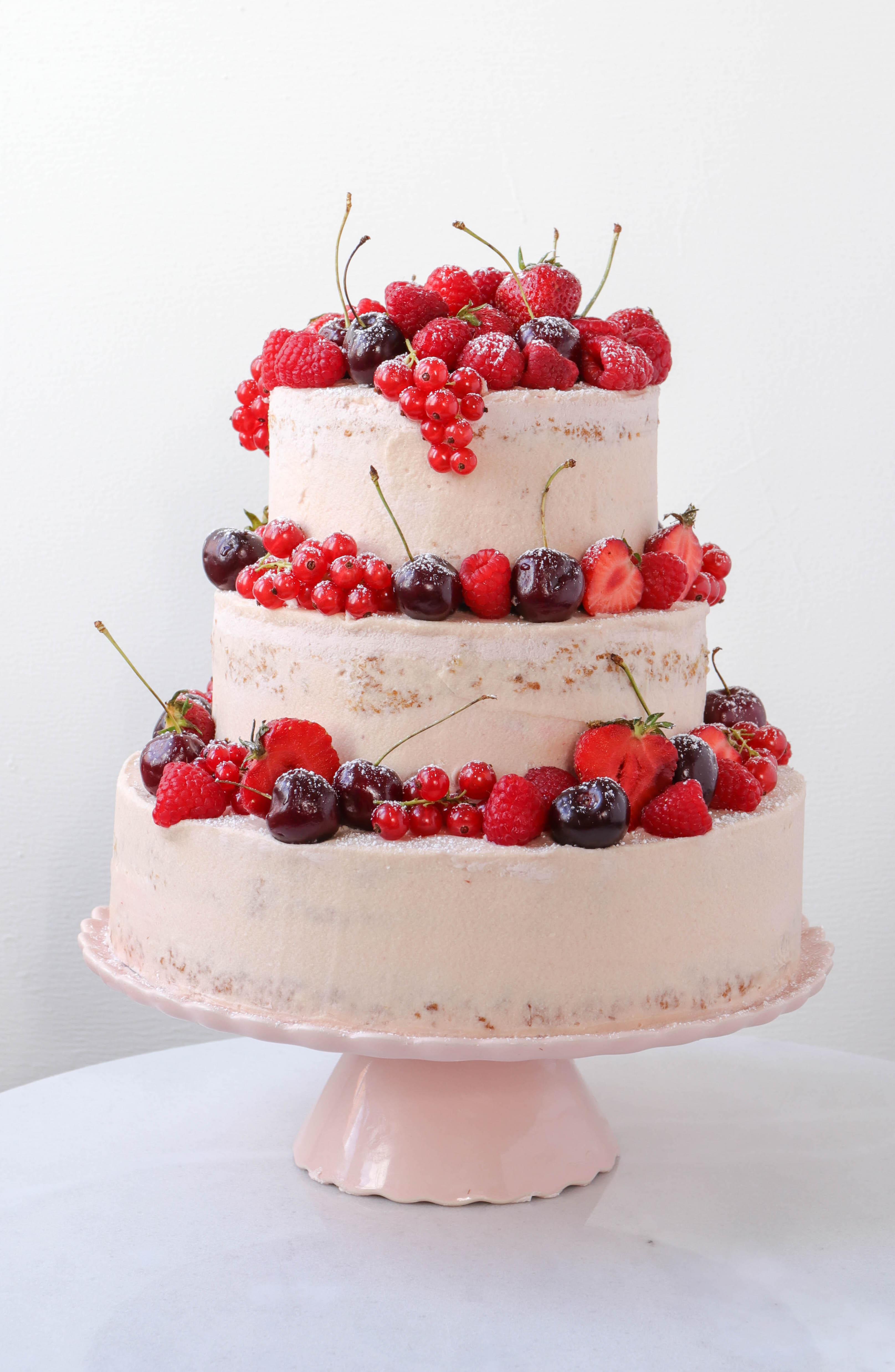 Eine Beeren-Torte als Sommertraum zum Geburtstag.