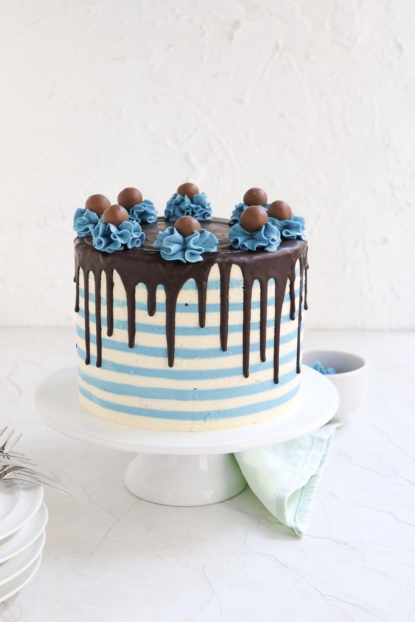 Torten Trend Streifentorte,Striped Drip Cake mit Buttercreme
