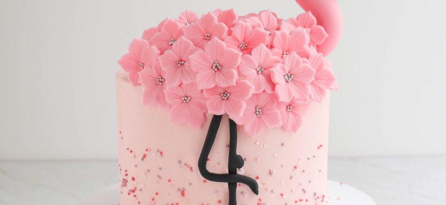 Flamingo Torte mit Erdbeeren zum Geburtstag