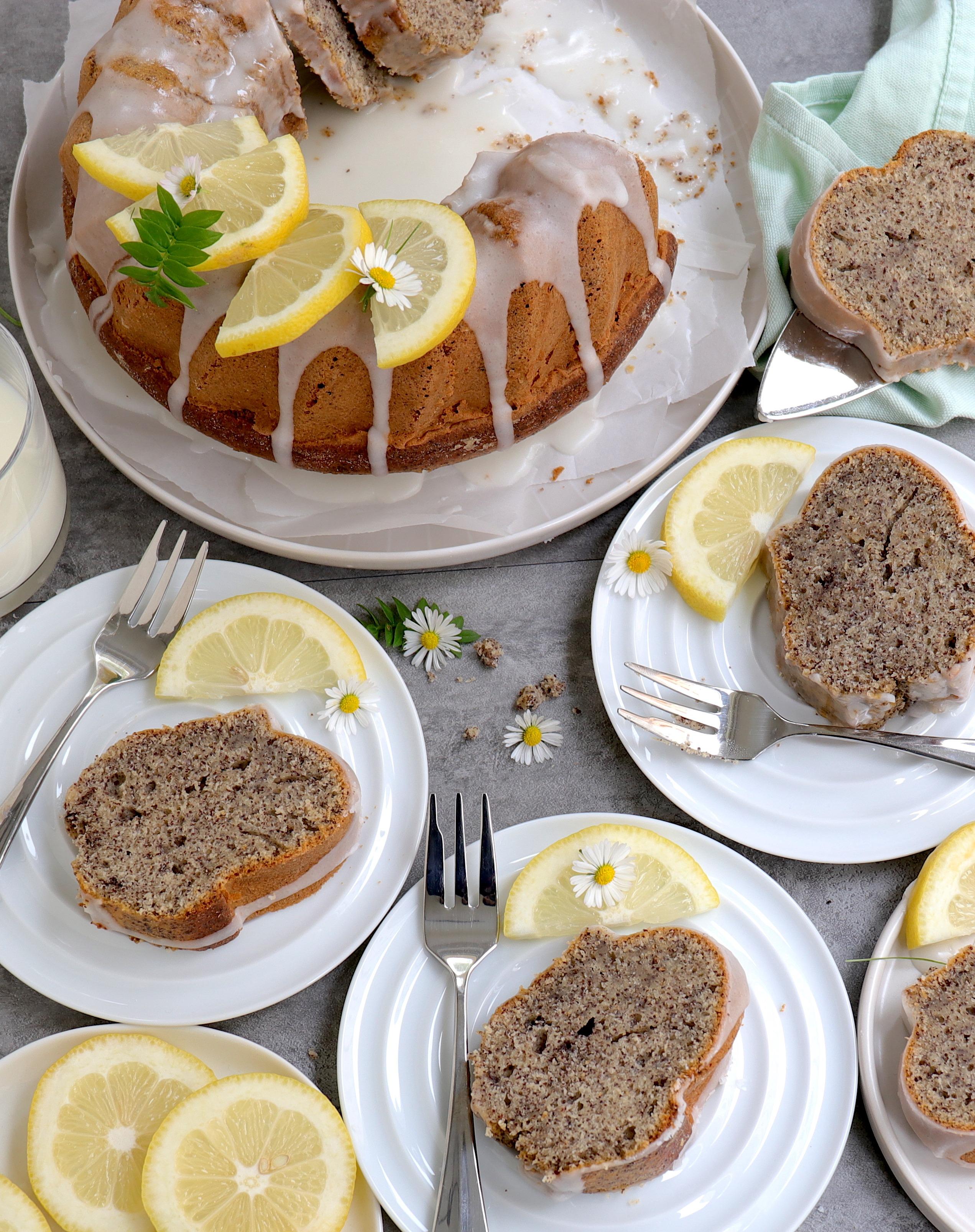 Saftiger Zitronen-Gugelhupf mit Mohn