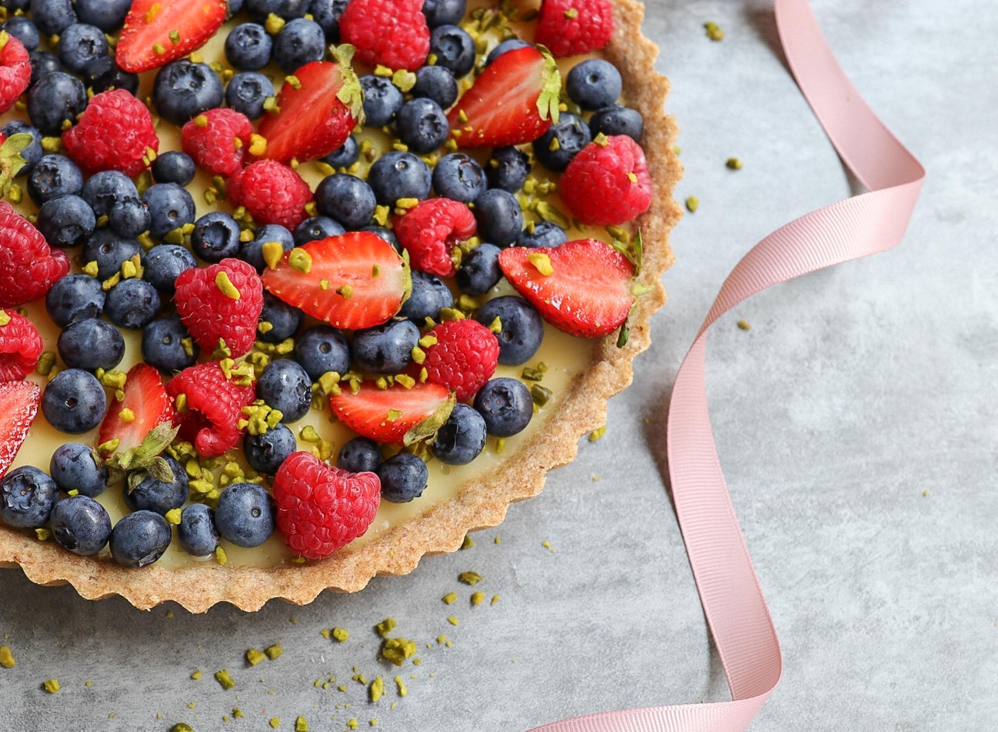 Rezept für Tarte mit Mürbeteig, Puddingcreme und Beeren