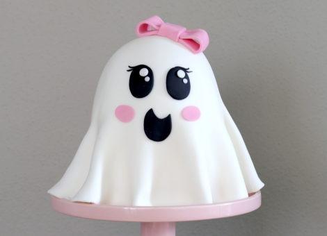 Halloween Torte mit Fondant das kleine Gespenst