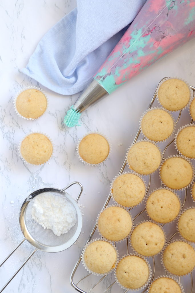 Rezept für Regenbogen Mini Cupcakes